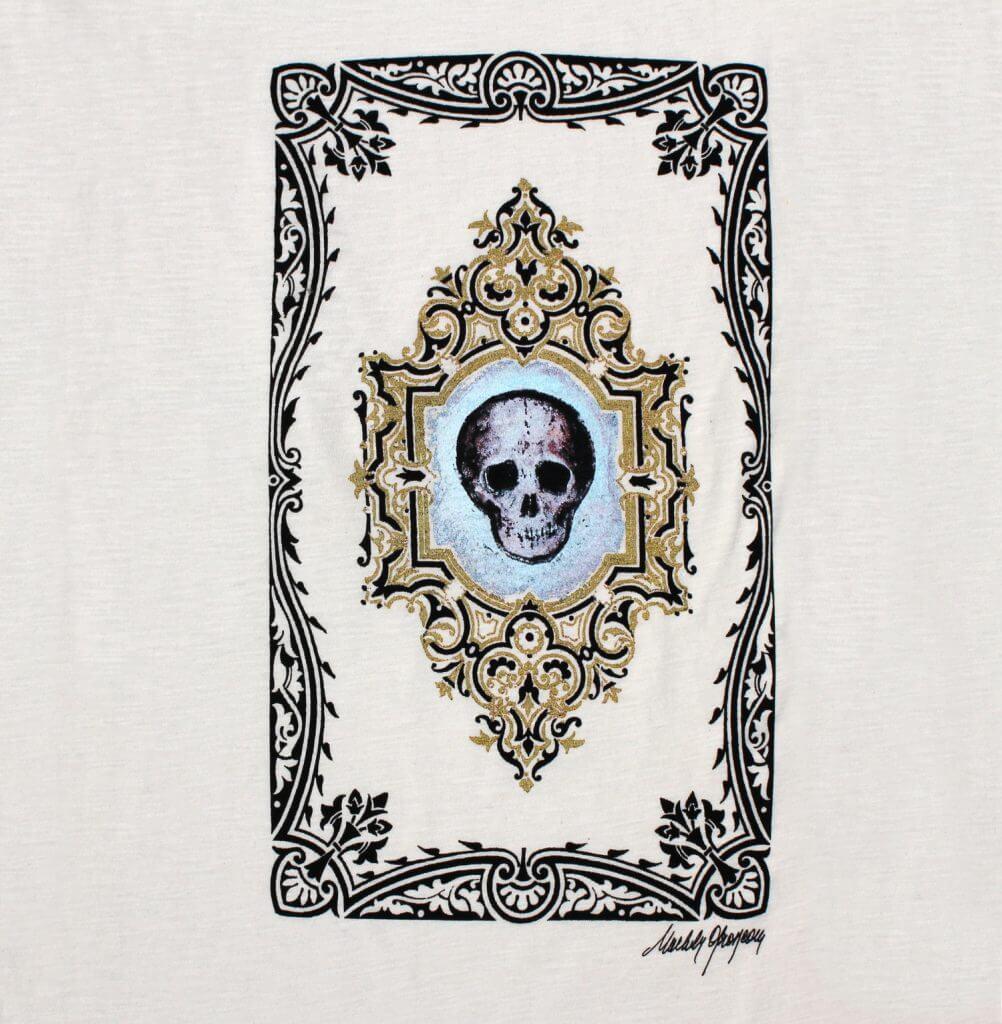 T-shirt blanc Michèle Grosjean artiste belge, «Vanité», 2016, acrylique sur reliure ancienne
