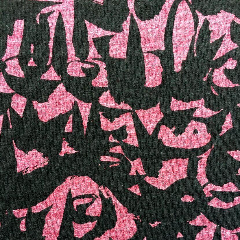 détail tee-shirt women pink belgian artist